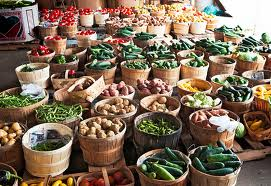 Picture of multiple baskets with a variety of vegetables at the Franklin farmers market